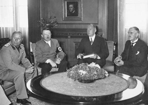 Мюнхенский сговор, раздел Чехословакии, Судетская область, 1938 г|Фото: amymantravadi.com