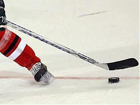 хоккей клюшка шайба|Фото:news.livesport.ru