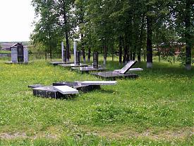 Вандалы осквернили Мемориал памяти воинам в п. Гари|Фото: www.vgari.ru
