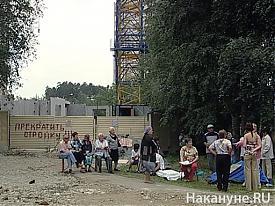 Протест жителей дома по ул. Серафимы Дерябиной против строительства|Фото: Накануне.RU