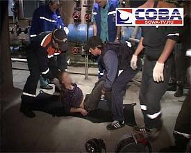 спасатели вентиляционная труба театр юного зрителя девушка|Фото:sowa-tv.ru