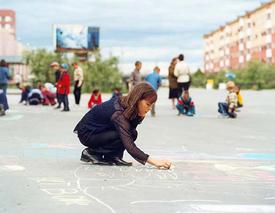 дети ребенок рисунок асфальт мел конкурс Фото: newurengoy.ru