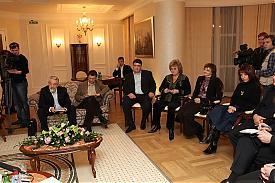 полпред  встреча журналисты 12-11-2010|Фото: uralfo.ru