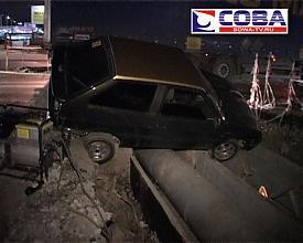 дтп яма коммунальная трубы автомобиль Фото:sowa-tv.ru