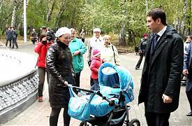 Губернатор Челябинской области Михаил Юревич в парке|Фото:gubernator74.ru