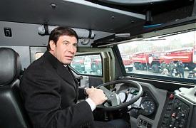 Михаил Юревич за рулем миасского бронеавтомобиля|Фото:gubernator74.ru