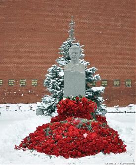 Сталин могила гвоздики|Фото:glavpromweb.ru