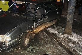ВАЗ-2114 врезался в опору электропередач в Екатеринбурге|Фото: пресс-служба ГИБДД Екатеринбурга