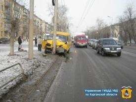 маршрутка, газель, дтп, столб Фото: 45.gibdd.ru