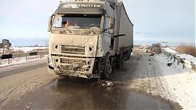 лобовое столкновение фура|Фото: пресс-служба УГИБДД Свердловской области