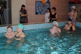 бассейн, малыши, мамы|Фото: admugansk.ru