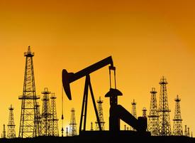 нефть качалка буровая вышка|Фото