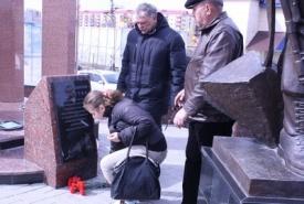 памятник авария в чернобыле нефтеюганск возложение цветов|Фото: admugansk.ru