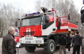 выставка пожарной техники ханты-мансийск пожарная машина Фото: admhmansy.ru