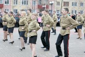 молодежь военный танец форма рассвет победы нефтеюганск|Фото:  admugansk.ru