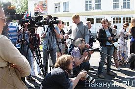 журналисты, камера, брифинг Холманских|Фото: Накануне.RU