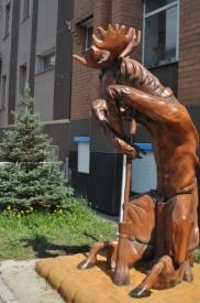 памятник чистоты лось метла сургут|Фото: admsurgut.ru