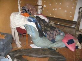 раскиданные вещи квартира|Фото: www.sled-uso.ru