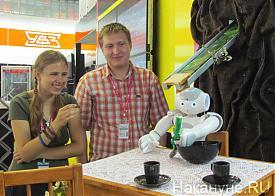 Иннопром 2012 робот УрФУ Фото: Накануне.RU