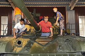 УВЗ дети танк|Фото: Накануне.RU