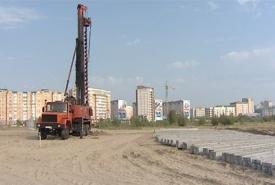 нефтеюганск площадка под строительство памятника автомобиль сваи|Фото: www.admugansk.ru