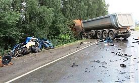 грузовик иномарка ДТП обломки|Фото: пресс-служба УГИБДД Свердловской области