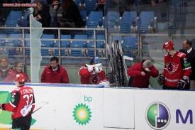 хоккей, Автомобилист, Слован, разбитое стекло Фото: http://www.hc-avto.ru