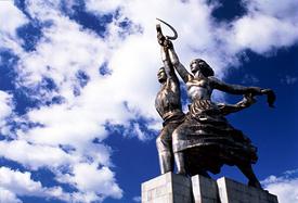москва памятник рабочий и колхозница 100м|