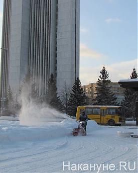 Екатеринбург, уборка снега, гастарбайтеры, сугробы Фото: Накануне.RU