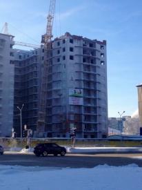 кран висит на здании нижневартовск|Фото: twitter.com/DorofeevEN