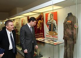 Юревич на выставке СССР|Фото: gubernator74.ru