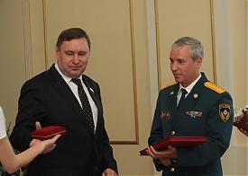 награждение почетной грамотой курганской областной думы г. Курган|Фото: nm45.ru