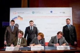 подписание соглашения ХМАО ПНГ Комарова|Фото: http://www.admhmao.ru/