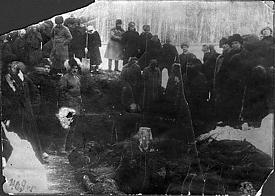 Раскопки могилы, в которой погребены жертвы колчаковских репрессий марта 1919 года, Томск, 1920 год|Фото: telegrafua.com