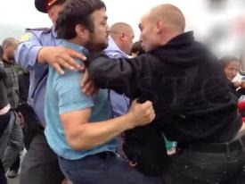 дагестанцы избивают полицейского|Фото:Вести