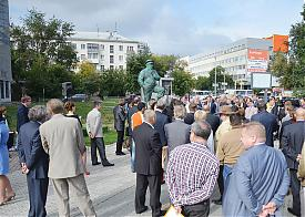 памятник предпринимателю Фото: ekburg.ru