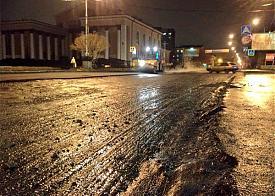 укладка асфальта в дождь, снег, Екатеринбург|Фото: twitter.com/TramEkb