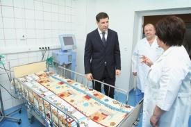 Юревич в детской больнице|Фото: gubernator74.ru
