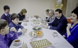 Юревич и самая поющая семья России Фото: gubernator74.ru