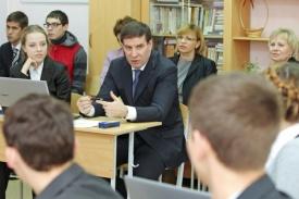Юревич на встрече с молодежью Фото: gubernator74.ru