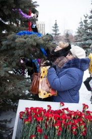 съезд матерей и вдов погибших, тюмень, ель, цветы|Фото:пресс-служба Сибнефтепровод