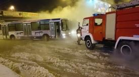 коммунальная авария, лед, дорога, автобус|Фото: e1.ru