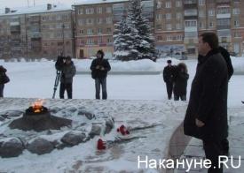 памятник, Нижний Тагил, Куйвашев, возложение цветов|Фото: Накануне.RU