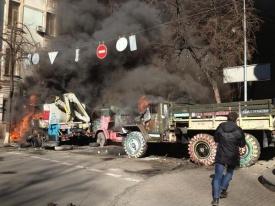 грузовик, горит, киев, столкновения, евромайдан|Фото:твиттер