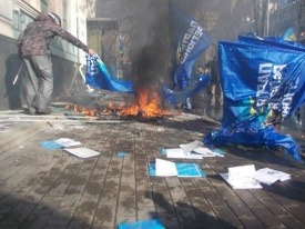 партия регионов, киев, столкновения, евромайдан|Фото: твиттер