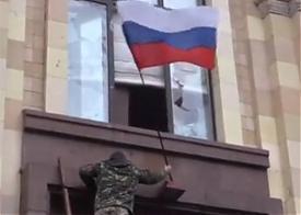 российский флаг над администрацией Харькова|Фото:
