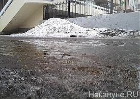 лужи, грязь, снег, уборка, Екатеринбург|Фото: Накануне.RU