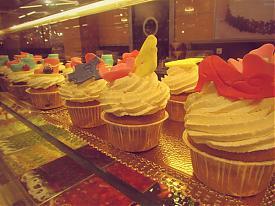 Гринвич Гипербола магазин супермаркет прилавок пирожное|Фото:Накануне.RU