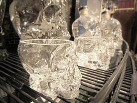 Гринвич Гипербола магазин супермаркет прилавок череп стопка рюмка водка|Фото:Накануне.RU