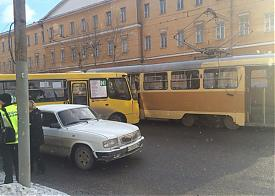 трамвай, маршрутка, Екб, ДТП|Фото: vk.com/te_ekb